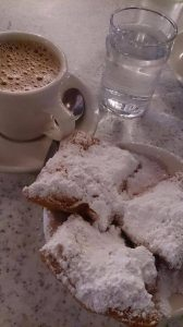 Café y beignets - Gumbo Madrid
